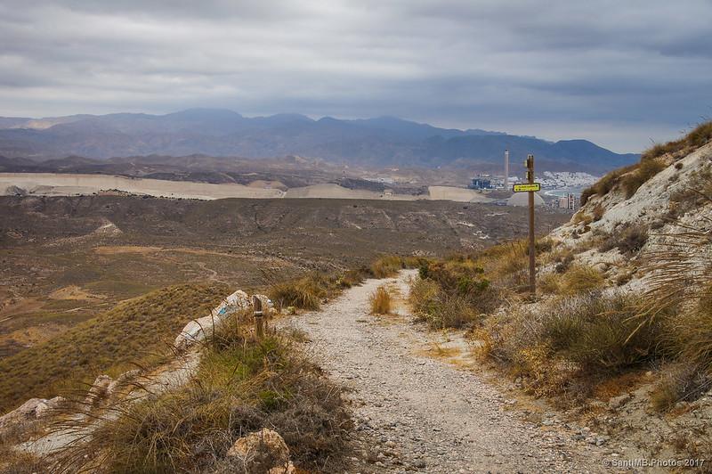 Mirando hacia el norte desde el cruce de senderos en la Mesa Roldán