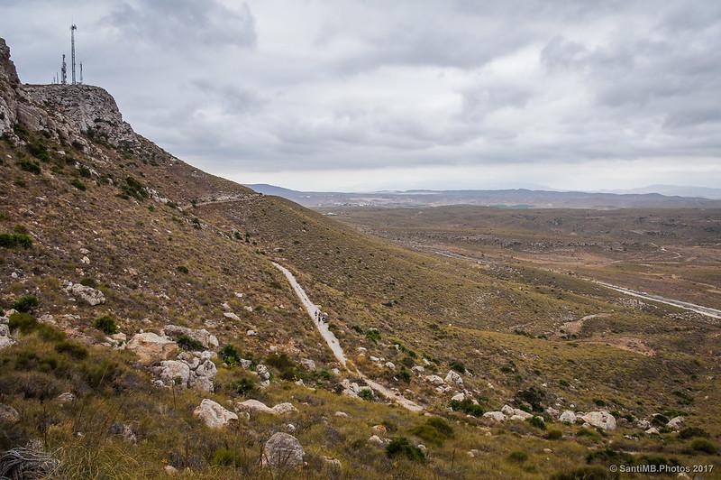 Antiguo camino del faro de Mesa Roldán visto desde la nueva carretera