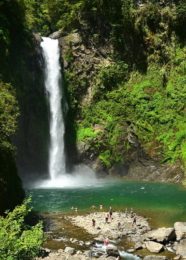 Cascada Tappiya junto al poblado de Batad en Filipinas