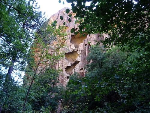 Les parois rocheuses de la RD de la brèche du Carciara