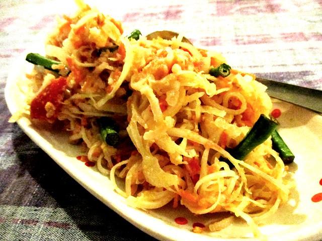 Payung Cafe papaya salad