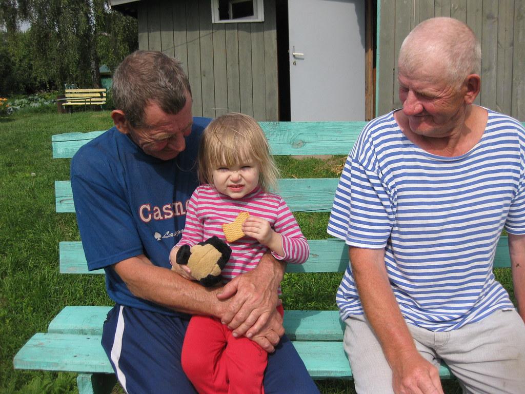 Воробьёв Николай Александрович с внучкой Софьей и Копыловом Иваном Андреевичем