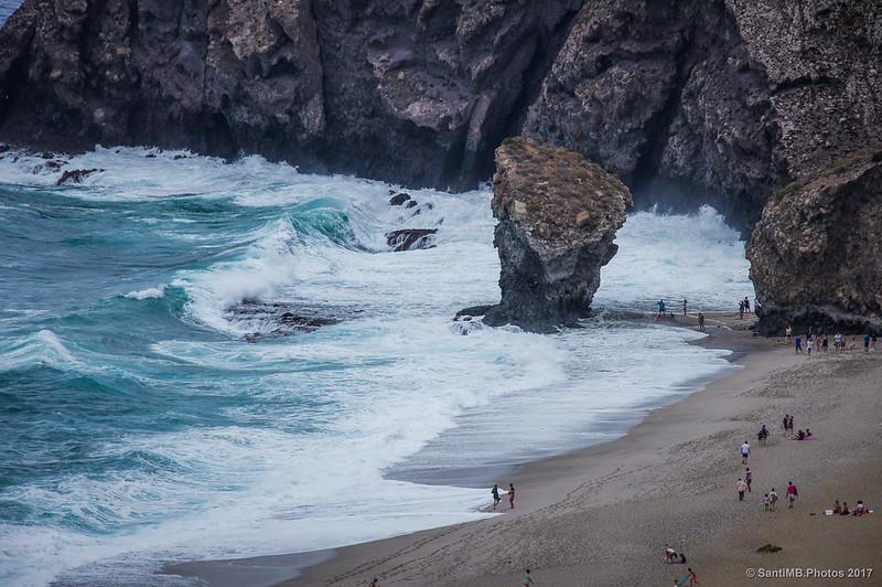 La icónica roca de la Playa de los Muertos