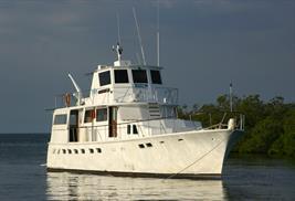 Barco de buceo Cuba halcón