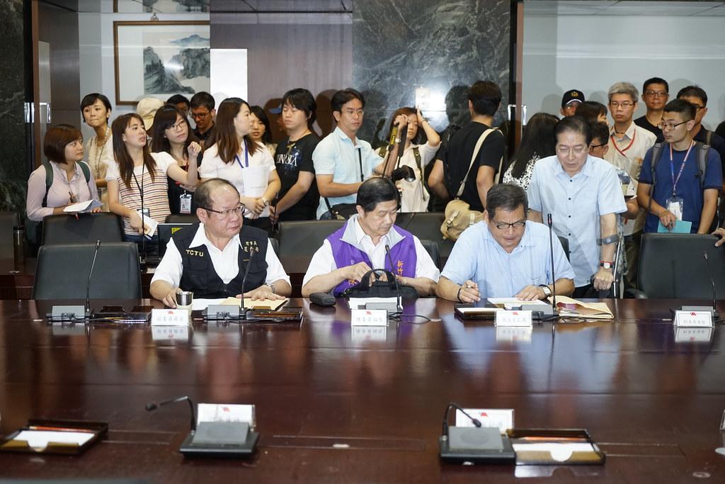 图为劳方代表参与基本工资审议委员会,摄于2017年基本工资审议会议。(摄影:张宗坤)