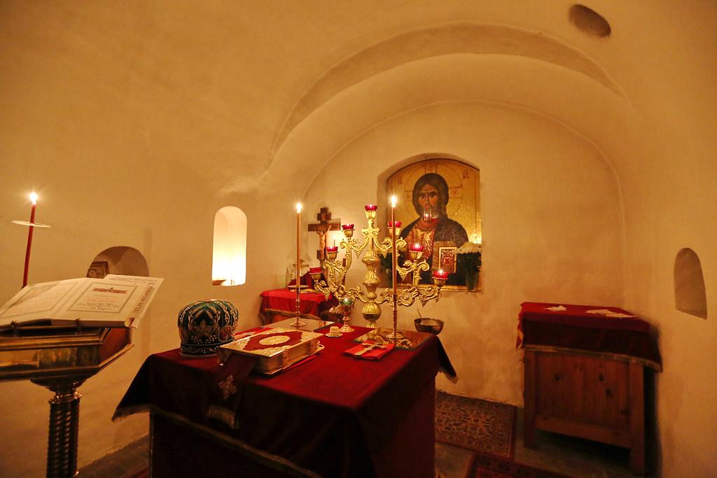 Алтарь пещерной церкви преподобных Антония и Феодосия Киево-Печерских