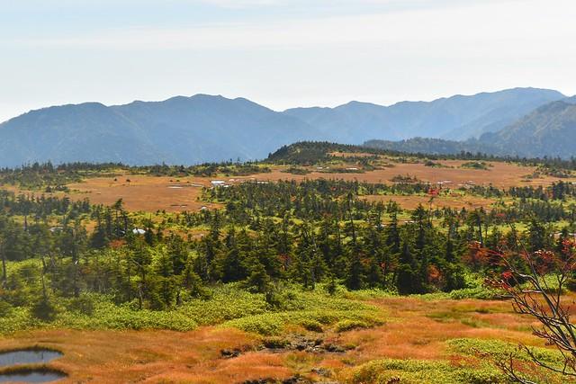 秋の苗場山 広大な湿原風景
