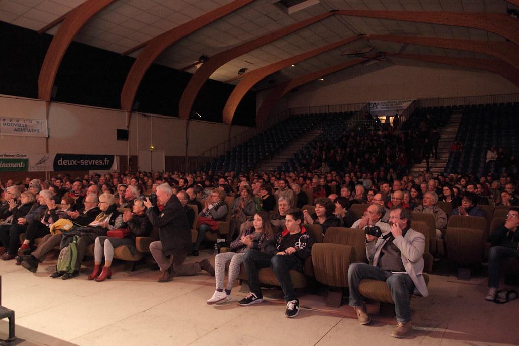 當屆畢業生的作品在影展首映,是梅尼古特影展最具特色的地方,台下坐滿了伊夫勘的學生、校友、師生、家屬、與其他影像工作者。