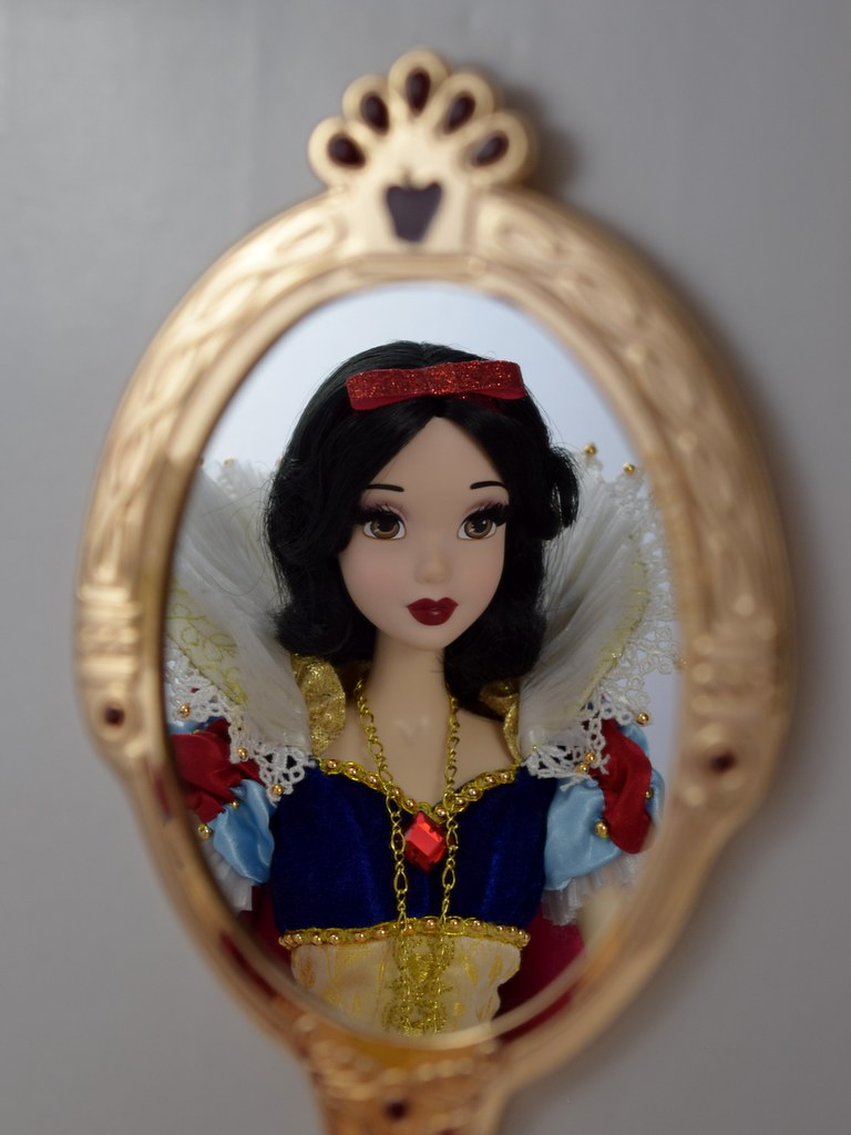 Who S The Fairest The Fairest Vanity Mirror Besame Co