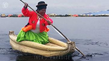 Mujer navegando en balsas de Totora en los Uros