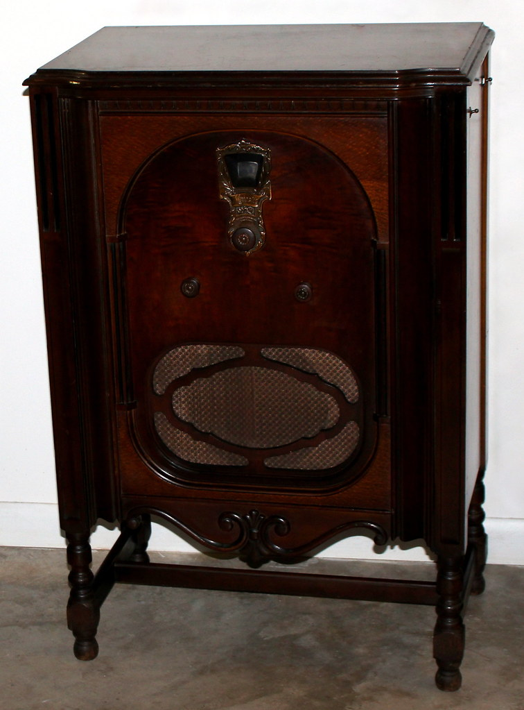 Vintage Majestic Lowboy Console Radio, Model 91, AM Band ...