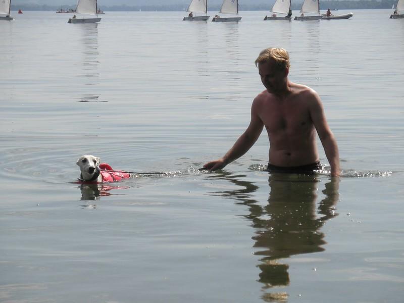 Rettungsschwimmer Tamino samt Herrchen Peter