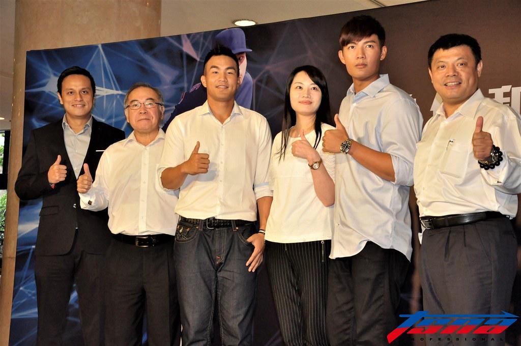 曾仁和(左3)與王維中(右2)一同出席記者會。(張哲郢/攝)
