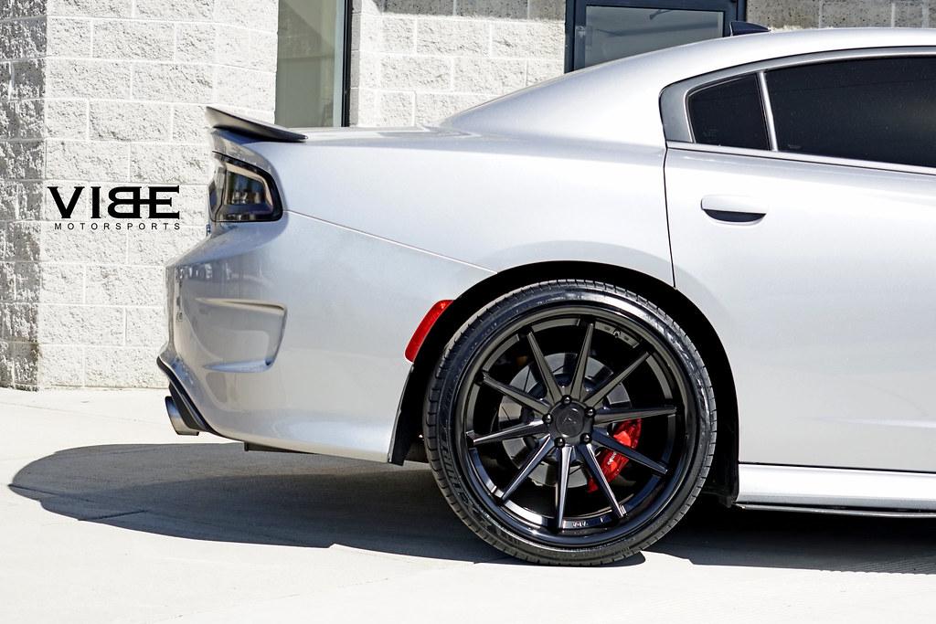 dodge charger scat pack on 22 ferrada fr4 wheels wheels. Black Bedroom Furniture Sets. Home Design Ideas