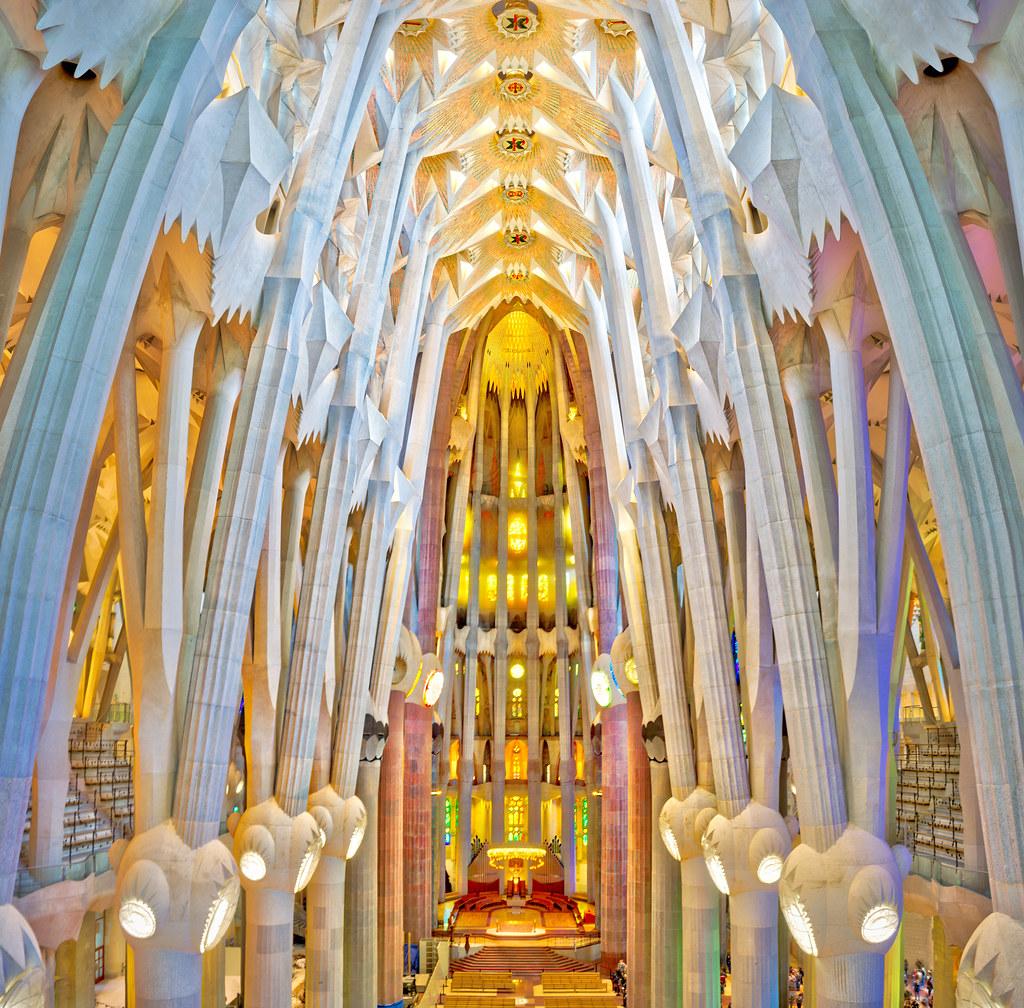 La sagrada familia here 39 s a vertirama from inside la for La sagrada familia inside