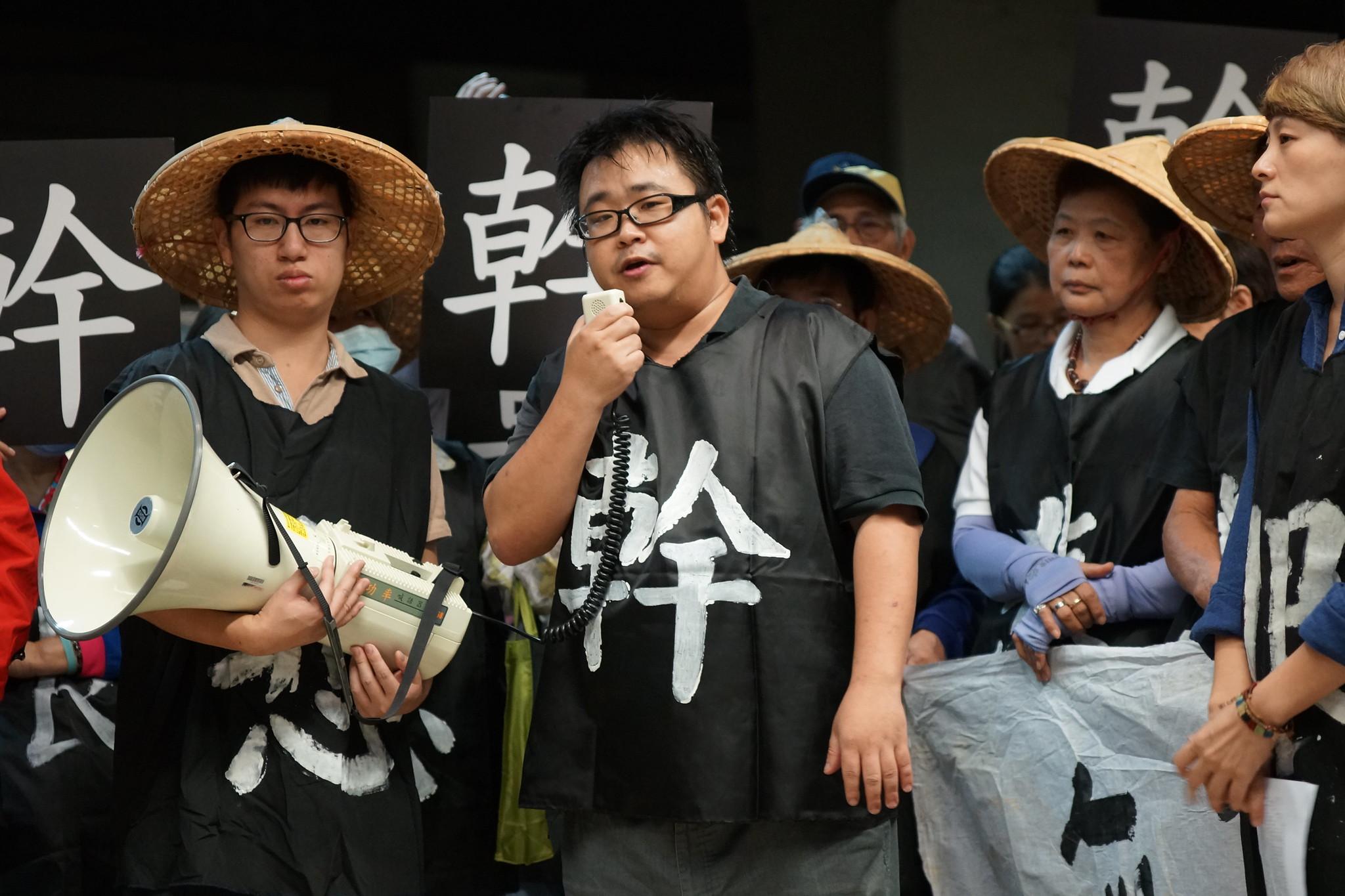 劉繼蔚諷刺蔡英文政府向工人開罰是在「幫馬英九平反」。(攝影:王顥中)
