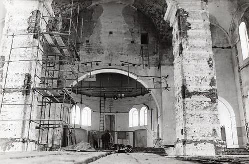 Интерьер Успенского собора в период реставрации после демонтажа встроенных стен и перекрытий. 1995г.