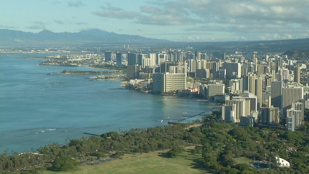 926-1-06夏威夷和台灣一樣,幾乎所有能源得仰賴進口,其中石油占整體能源需求的90%,汽油價格全美最高。