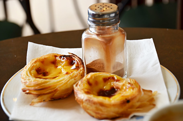 Pasteis de nata, café, Sir Cliff Richard, Albufeira Old Town, Algarve