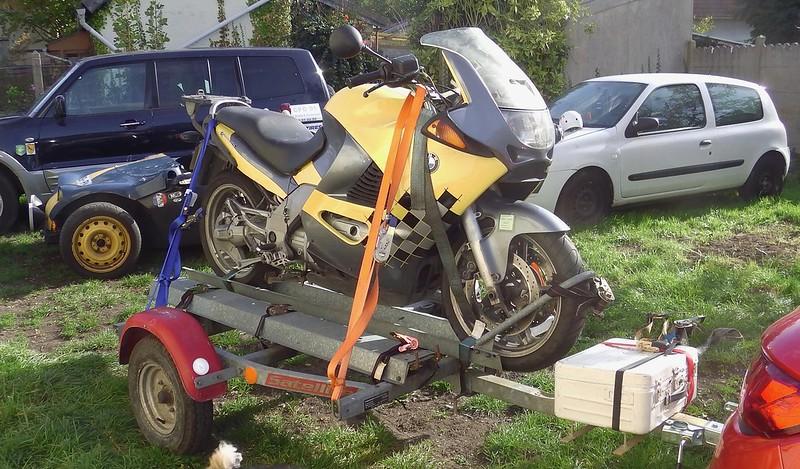 Arrimage d'une moto sur une simple remorque porte moto  37992443756_079f426f31_c