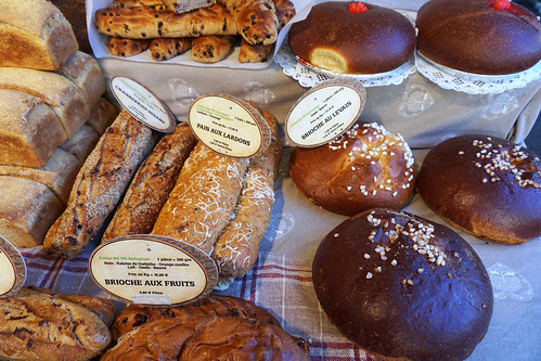 Grenoble farmers market bakery