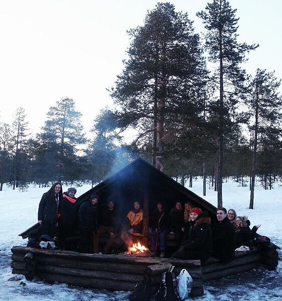 Barbacoa en un Laavu en Laponia