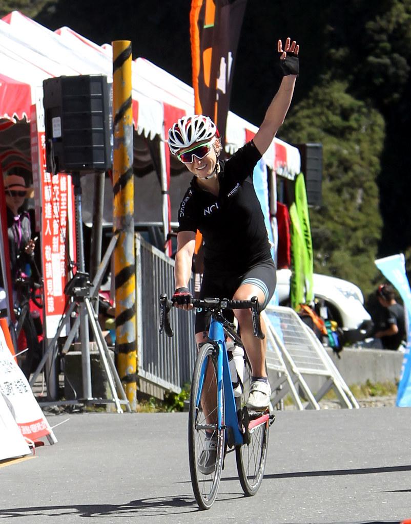 將來台衛冕台灣KOM登山后的英國Emma Pooley。(中華民國自行車騎士協會提供)