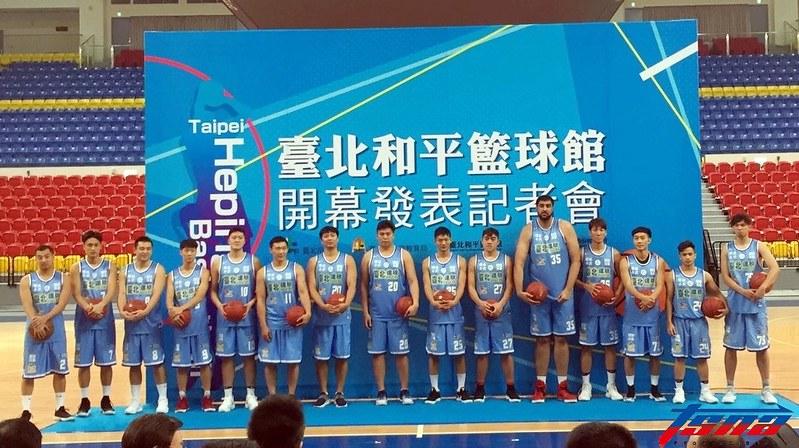 達欣籃球隊全隊出席台北和平籃球館開幕典禮。(倪芝蓉/攝)