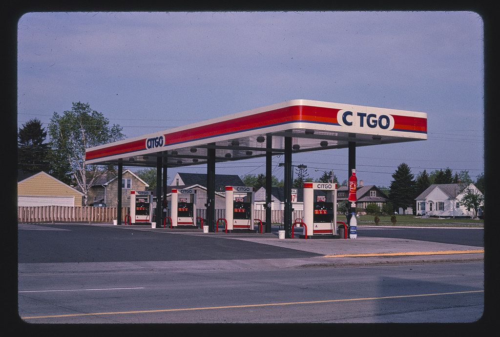 Citgo gas station, overall view, Route 2, Superior, Wisconsin (LOC) | by The Library of Congress