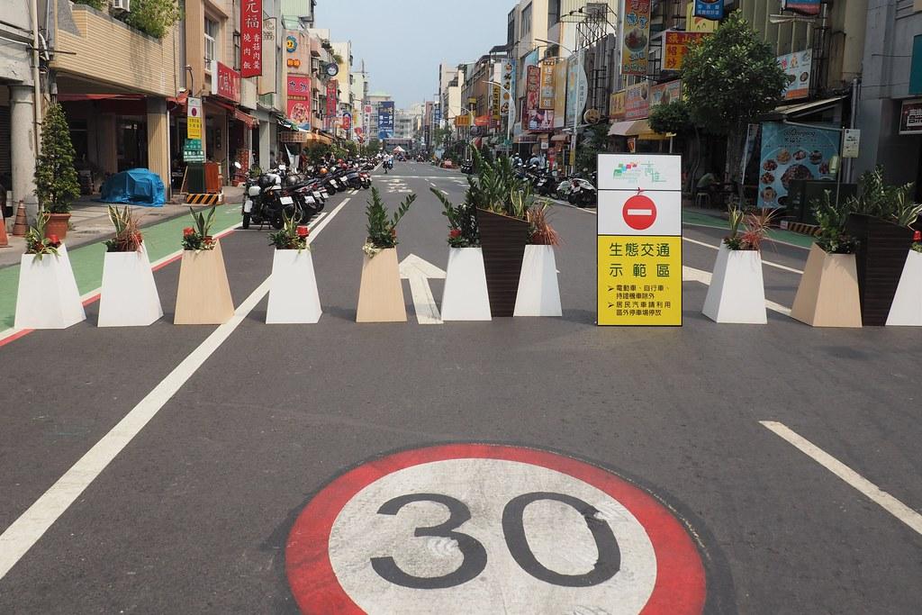濱海一路是渡船口最主要的聯外道路,變身生態交通示範區,也是活動主要場地。攝影:李育琴。