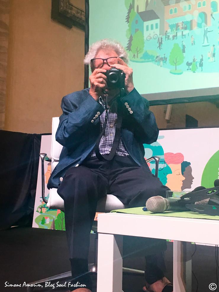 Sendo fotografada pelo Elliott Erwitt com a camera fotográfica dele! Um sonho! Jamais esquecerei esse dia. Grazie Elliott.