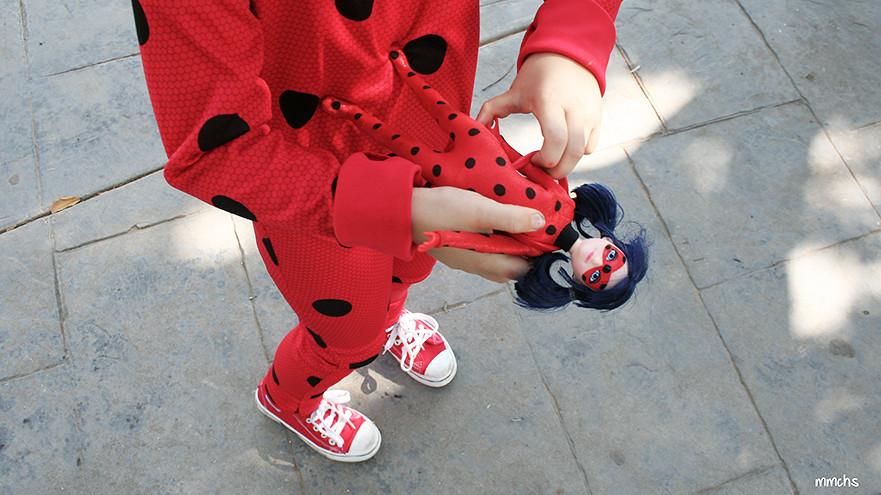muñeca y disfraz Ladybug niña