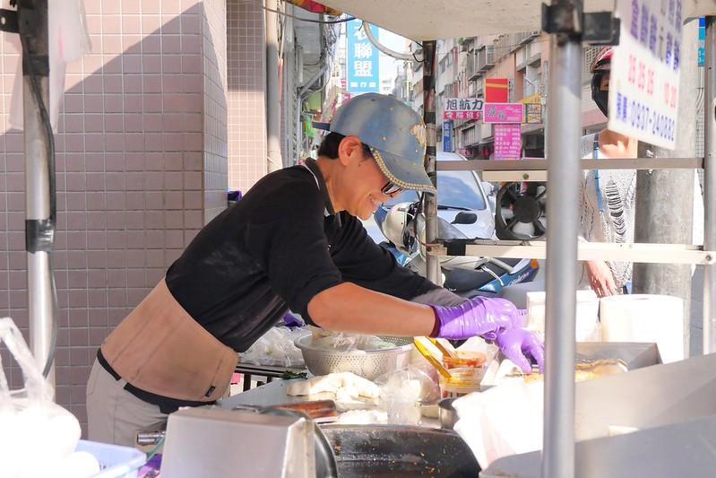 26297924459 e7c59b654c c - 梅亭街蔥油餅:牛肉餡餅+蘿蔔絲餅兩小時預定完售!網推薦隱藏版蔥油餅