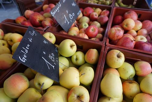 apples annecy market