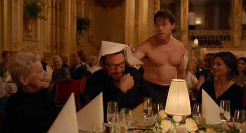 The square de Ruben Östlund : Dominic West et Terry Notary | by mathieutuffreau