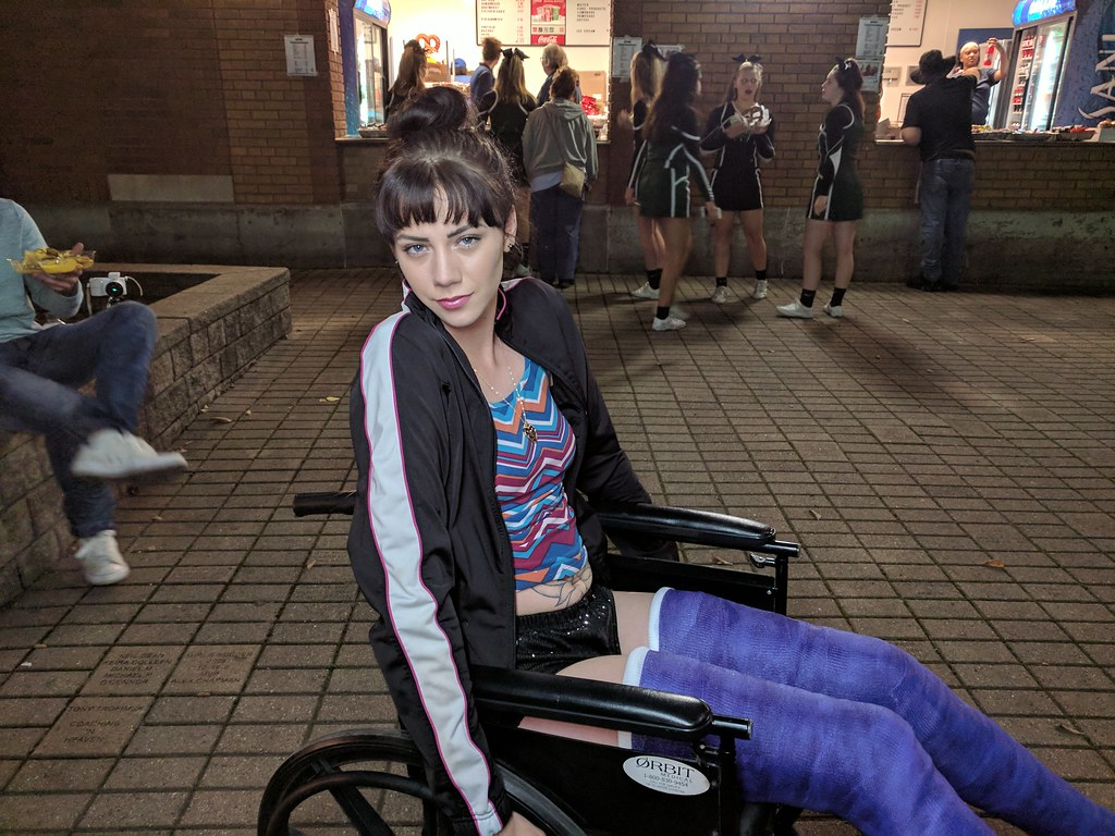 Two Broken Legs  4X4King10  Flickr-2184