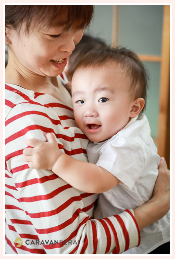 双子の1才のバースデーフォト 誕生日記念 バースデーケーキ 自宅へ出張撮影 家族写真 愛知県瀬戸市
