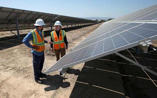 加州推廣太陽能不到20年,如今便呈現發電過剩的「負電價」奇景。(圖片來源:美聯社)