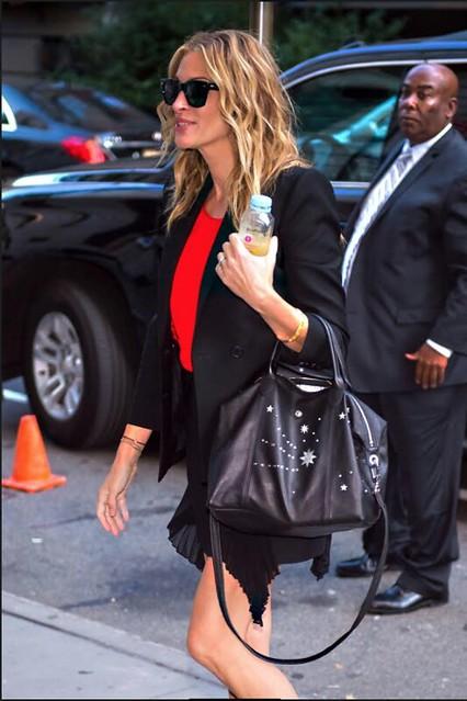 Julia Roberts con el bolso 'Le Pliage Cuir' de Longchamp