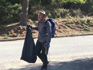 Nettoyage le long de la route du col de Bavedda