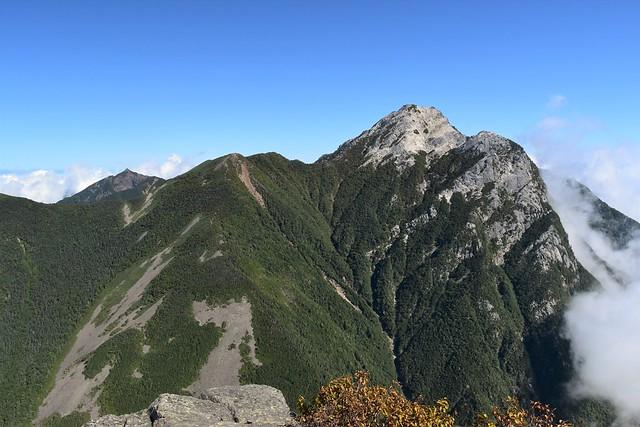 栗沢山からの鋸岳と甲斐駒ヶ岳