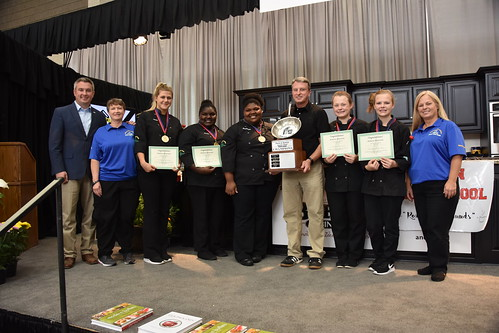 Kentucky Agriculture Commissioner Ryan Quarles awarding first-prize to Montgomery County School District's 4H Culinary Jr. Chef Competition Coach Lee Etta Greer and teammates
