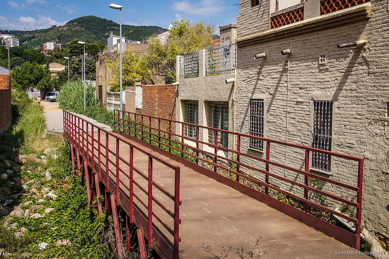 Puente de la riera de Sant Genís, en el barrio de Horta