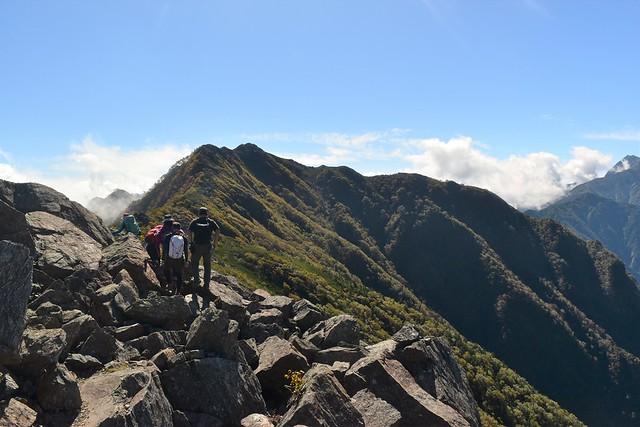 栗沢山からアサヨ峰の縦走路