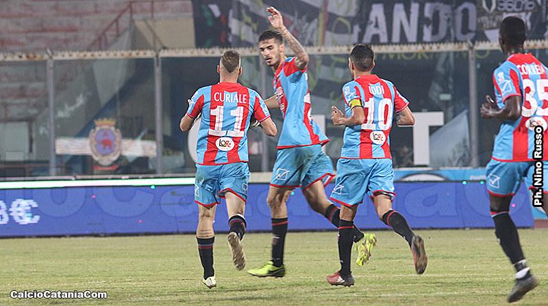 L'esultanza di Bogdan dopo il gol alla Sicula Leonzio