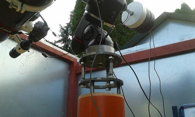 VCSE - a mechanika csatlakoztatása a távcsőtartó betonoszlophoz