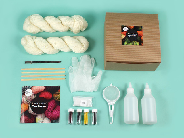 Deluxe yarn dyeing kit – 200g superwash merino or British wool
