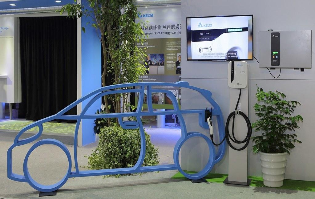 電動車取代燃油車的呼聲愈來愈高,但坊間仍有許多流言與使用疑慮。(圖片來源:台達)