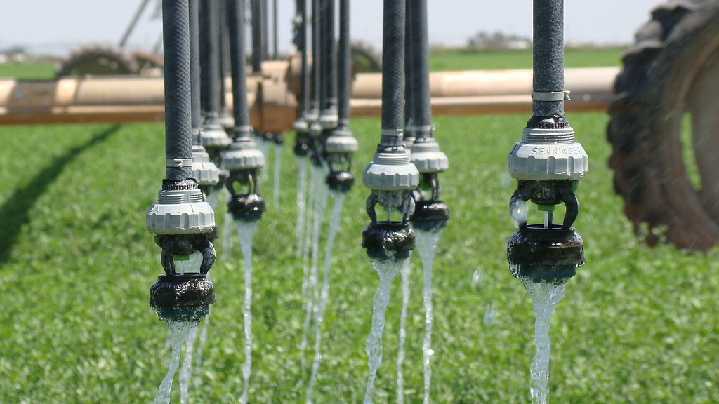 如何更有效率的灌溉。U.S. Department of Agriculture(CC BY 2.0)