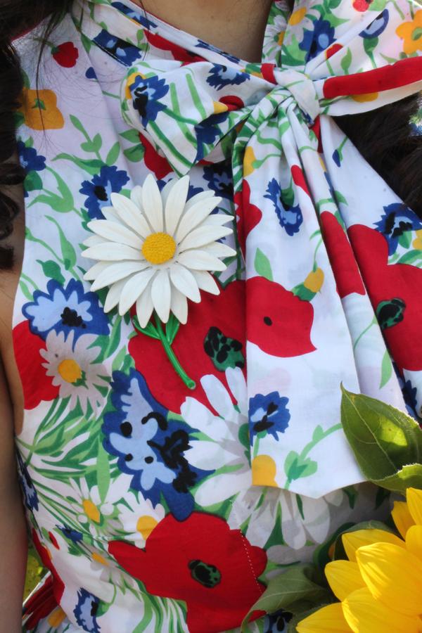 daisy brooch vintage